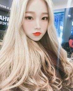 Si estuvieras en TWICE 🍭🍭 - Twice pt.2 - Wattpad Ulzzang Korean Girl, Cute Korean Girl, Asian Girl, Korean Beauty, Asian Beauty, Blonde Hair Dark Eyes, Blonde Asian, Chica Cool, Uzzlang Girl