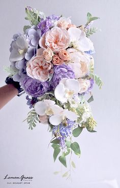 8 Simple Tips on Choosing Your Wedding Bouquet Cascading Wedding Bouquets, Summer Wedding Bouquets, Cascade Bouquet, Bride Bouquets, Bridal Flowers, Floral Bouquets, Purple Wedding, Floral Wedding, Dream Wedding