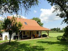Ons vakantiehuis ligt in ZO-Oostenrijk in het drielandige Natuurpark Raab vlakbij de Hongaarse en Sloveense grens in het stadje Jennersdorf. Het huis ligt op 2 km afstand van het centrum, he...