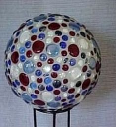Bowling Balls :: Patriotic Bowling Ball image by sangaree_KS - Photobucket Bowling Ball Crafts, Mosaic Bowling Ball, Bowling Ball Art, Diy Crafts To Do, Diy Projects To Try, Arts And Crafts, Garden Spheres, Garden Balls, Gardens
