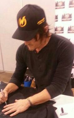 Signing a t-shirt  Wizard World Comic Con Philly 5/31/13
