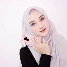Smile Lips Cute of Anggiani Rini - Setahunbaru Stylish Hijab, Casual Hijab Outfit, Hijab Chic, Hijab Dress, Beautiful Hijab Girl, Beautiful Muslim Women, Niqab Fashion, Girl Fashion, Womens Fashion