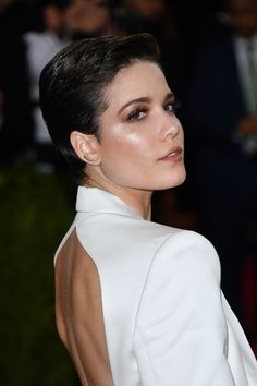 Halsey giving us some retro make-up inspo and serious pixie-cut hair envy at the 2016 Met Gala.