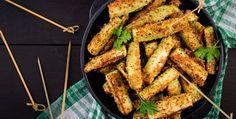 Palitos de calabacín al horno: La receta perfecta para consentir a nuestra familia   MUI Recetas Baked Zucchini Sticks, Bake Zucchini, Bread Crumbs, Vegan Recipes, Vegan Food, Chicken Wings, Carrots, Meat, Baking