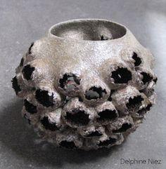 The art of Delphine Niez Handmade Felt, Handmade Ceramic, Biscuit, Homemade Clay, Seed Pods, Art Sketchbook, Ceramic Bowls, Metal Working, Glaze