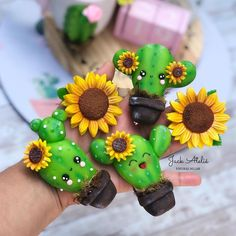 Diy Clay, Clay Crafts, Pasta Flexible, Biscuits, Magnets, Polymer Clay, Cactus, Mexico, Kawaii