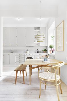 Ideas and inspiration Dining Nook, Dining Table, New Kitchen, Kitchen Dining, Coastal Homes, Humble Abode, Modern Architecture, Interior Design, Furniture