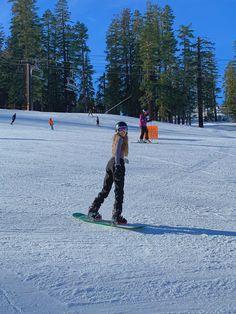 Mode Au Ski, Chalet Girl, Shotting Photo, Snow Outfit, Snowboarding Outfit, Snowboarding Women, Ski Season, Winter Pictures, Ski And Snowboard