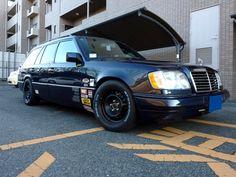 ≪No.0227≫ ・ニックネーム もぱへみ ・メーカー名、車種、年式 1996年式 メルセデスベンツ ワゴン ・アピールポイント せっかくの17インチアルミを、15インチテッチンのホワイトレタータイヤにドレスダウン!! 内装は、ナルディクラシックにアルミのシフトノブ!! とにかく、ベンツらしくない脱定番なベンツを目指しました! ベンツに、ステッカーペタペタ貼るのは、所さんと自分だけ?!!(謎)
