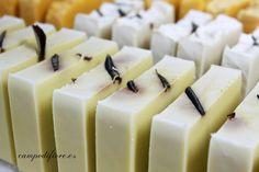Jabones con aceite de oliva, jabones naturales, jabones con ingredientes vegetales. Perfume, Panna Cotta, Natural Soaps, Ethnic Recipes, Instagram Posts, Oral Hygiene, Stationery Paper, Glycerin Soap, Cute Stationery