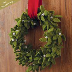 DIY idea - Felt Mistletoe Wreath - oliveandcocoa.com
