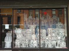 Shop window on Willoughby Street in Brooklyn | Flickr: Intercambio de fotos