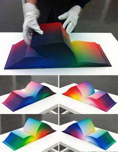 Você ja viu RGB impresso?  A artista americana Tauba Auerbach criou em 2011 um livro contendo impressões digitais de cada variação de cor RGB.   O livro foi desenvolvido também por Daniel E. Kelm e Leah Hughes.