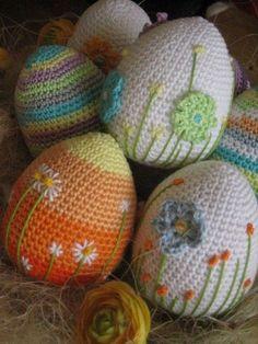 Inspiration for beautiful crochet Easter eggs Crochet Easter, Easter Crochet Patterns, Holiday Crochet, Crochet For Kids, Crochet Crafts, Yarn Crafts, Crochet Projects, Free Crochet, Crochet Ideas