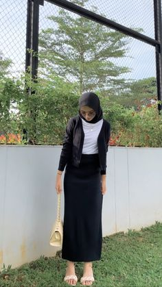 Korean Casual Outfits, Casual Hijab Outfit, Ootd Hijab, Teen Fashion Outfits, Ootd Fashion, Hijab Fashion Inspiration, Islamic Fashion, Online Shopping Clothes, Korean Fashion
