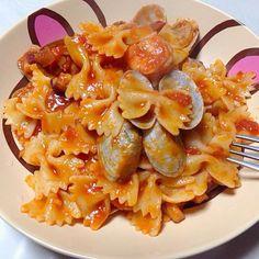 シーフードをたっぷり入れトマトソースでファルファッレをあえました(^^) オリーブオイルにじっくりにんにくの風味を移すのがコツ。 - 18件のもぐもぐ - ファルファッレのシーフードトマトソース by micciewaori