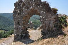 L'entrée de la salle des Gardes, château de Termes.