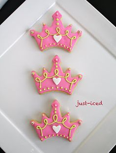 Princess cookies too cute for princess party! Haylee wants to have a tea party these would be perfect! Cookies For Kids, Fancy Cookies, Iced Cookies, Cute Cookies, Royal Icing Cookies, Cupcake Cookies, Sugar Cookies, Princesse Party, Crown Cookies