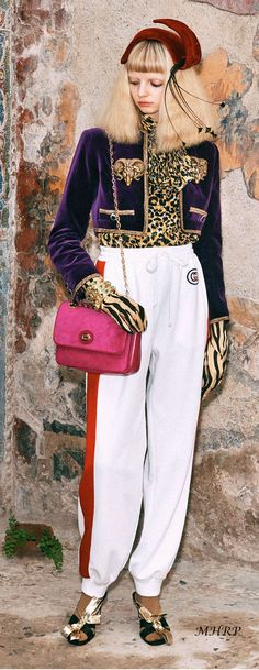 Gucci Pre-Fall 2019 Collection - Vogue Gucci Fashion, All Fashion, Womens Fashion, Fashion Trends, Fashion Guide, Gucci 2017, Runway Magazine, Winter Trends, Ball Dresses