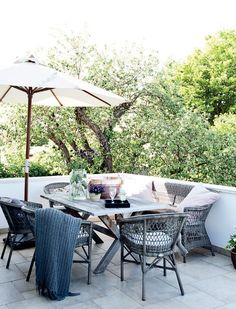 Furniture:Nice Outdoor Dining Room On Terrace With Wooden Table And Rattan Design For Chairs With Umbrella Decorating Your Terrace with A Sc. Outdoor Retreat, Outdoor Rooms, Outdoor Dining, Outdoor Furniture Sets, Outdoor Decor, Terrasse Design, Terrace Decor, Outdoor Settings, Diy Weihnachten