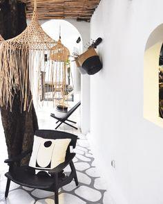 Stunning interior in Bali, Indonesia – Modern Home interior Design Kitchen 101 Metal Walls, Metal Wall Art, Lightroom, Home Interior Design, Interior Decorating, Cafe Interior, Interior Ideas, Decorating Ideas, Garden Design Ideas On A Budget