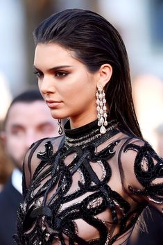 Complete Evolution of Kendall Jenner's Hair Kendall Jenner pulls off a red carpet fave - the wet, slicked back hair look.Kendall Jenner pulls off a red carpet fave - the wet, slicked back hair look. Slick Hairstyles, Celebrity Hairstyles, Straight Hairstyles, Latest Hairstyles, Red Carpet Hairstyles, Slicked Back Hairstyles, Kendall Jenner Hairstyles, Night Hairstyles, Natural Straight Hair