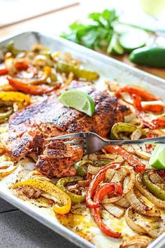 These easy fajitas are a big family favorite in our house! This super easy recipe is a 1 pan wonder with simple prep, fresh and wholesome veggies and salmon, even your picky eaters are sure to love this one! Salmon Recipes, Seafood Recipes, Fish Recipes, Seafood Dishes, Clean Recipes, Easy Dinner Recipes, Healthy Recipes