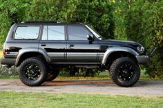 Too high and wheels, not tires too big Toyota Lc, Toyota Trucks, Toyota Cars, Toyota Hilux, Land Cruiser Models, Land Cruiser Fj80, Toyota Land Cruiser, Carros Toyota, Adventure 4x4