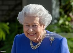 Queen Elizabeth II visits the RHS Chelsea Flower Show press day at Royal Hospital Chelsea on May 2017 in London, England. The prestigious Chelsea Flower Show, held annually since 1913 in the. Get premium, high resolution news photos at Getty Images Kate Middleton, Victoria Reign, Queen Victoria, Chelsea Flower Show, Buckingham Palace, Kensington, Herzogin Von Cambridge, Hm The Queen, Royal Queen