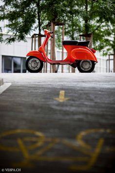 Vespa Primavera Orange, im O-Lack, Originallack, Vespa Smallframe wie Vespa Vespa Motor Scooters, Lambretta Scooter, Scooter Motorcycle, Blackwork, Vintage Vespa, Triumph Motorcycles, Custom Motorcycles, Mopar, Ducati