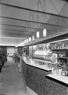 Café Pam Pam, Lisboa, Portugal Praça do Chile, Lisboa. Projecto de arquitectura da responsabilidade do Ateliê dos Arquitectos Victor Palla e Bento d'Almeida.