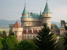 Castillo de Bojnice, Eslovaquia - En esta ocasión, hemos descubierto el espectacular castillo Bojnice en Eslovaquia, uno de los más hermosos y antiguos del país
