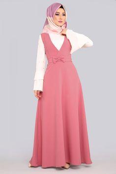 Kruvaze Yaka Jile Gül Kurusu Ürün kodu: KWL3174 --> 89.90 TL Modest Fashion Hijab, Fashion Dresses, Pattu Saree Blouse Designs, Kurta Designs Women, Islamic Clothing, Hijab Dress, Modest Dresses, The Dress, Dream Dress