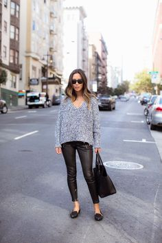 Oversized sweater with leather pants and pointy flats song o Night Outfits, Casual Outfits, Fall Outfits, Pointy Flats, Song Of Style, Flats Outfit, Casino Outfit, Spring Street Style, Winter Wear