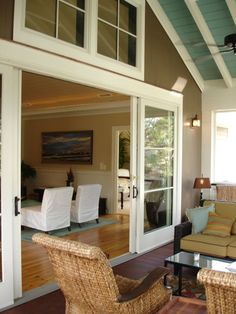 Patio doors can look more expensive by painting or replacing the patio door handles. Three different types: patio sliding doors, folding patio doors . Living Pool, Outdoor Living, Four Seasons Room, Pavillion, Cottage Renovation, Building A Porch, Building Ideas, Patio Doors, Patio Windows