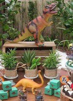 Birthday girl themes 2 year old 40 super Ideas Jungle Theme Birthday, Park Birthday, Jungle Party, Dinosaur Birthday Party, Festa Jurassic Park, The Good Dinosaur, Childrens Party, T Rex, Birthday Party Decorations