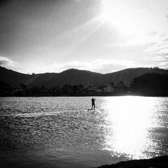 #floripa #florianopolis #lagoadaconceicao #blackandwhitephotography #sup #instamoment #umdiaqualquer by rovedabr