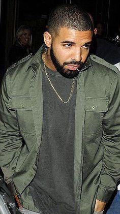 Drake's beard game strong