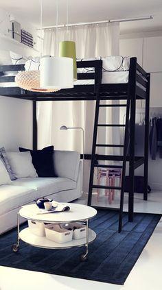 Met een hoogslaper bespaar je ruimte, zodat je ook nog een bank of een bureau kwijt kan in je studentenkamer