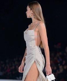 gigi hadid,jacquemus fashion show. Ball Dresses, Evening Dresses, Prom Dresses, Formal Dresses, Prom Outfits, Classy Outfits, Elegant Dresses, Pretty Dresses, Runway Fashion
