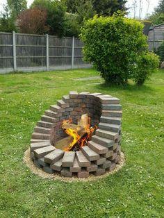 Cool Fire Pits, Diy Fire Pit, Fire Pit Backyard, Backyard Seating, Outdoor Fire Pits, Garden Fire Pit, Garden Hose, Indoor Outdoor, Cheap Fire Pit
