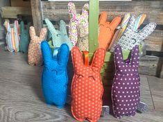 Découvrez la série limité des minis lapins de iZe... à glisser avec les chocolats de pâques ou à offrir tout simplement ^^ Textiles, Etsy, Boutique, Minis, Bunnies, Boutiques, Fabrics