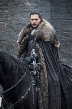 """king crow - Kit Harington behind the scenes of """"Winterfell"""". Dessin Game Of Thrones, Game Of Thrones Poster, Got Game Of Thrones, Game Of Thrones Funny, Kit Harington, Jon Schnee, Game Of Thrones Costumes, Game Of Thones, John Snow"""