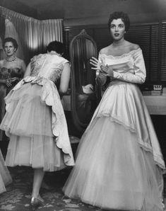 Waiting bride, 1953.