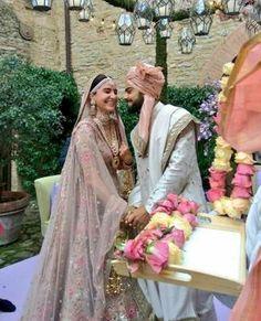 So cute😗❤😍# virushka Bollywood Couples, Bollywood Wedding, Bollywood Celebrities, Anushka Sharma Virat Kohli, Virat And Anushka, Indian Marriage, Bridal Lehenga Collection, Indian Fashion Designers, Indian Wedding Photography