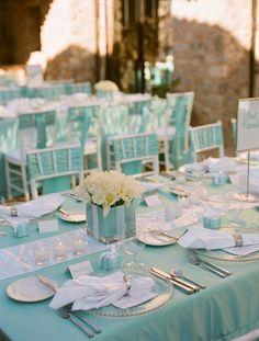 Tiffany blue color fits well with a multitude of colors and looks amazing in wedding decor. Here are some ideas of Tiffany blue wedding decorations. Tiffany Blue Party, Tiffany Blue Weddings, Tiffany Theme, Tiffany Wedding, Green Weddings, Tiffany Co Party Ideas, Bleu Tiffany, Tiffany Blue Bridesmaids, Blue Wedding Decorations
