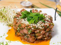 Tartar de atum é um clássico da culinária francesa. Você pode criar com seus ingredientes preferidos.