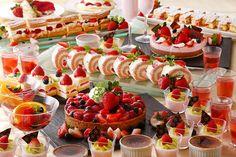 Strawberry Dessert Buffet of Yokohama Bay Hotel in Japan Valentines Day Desserts, Cute Desserts, Wedding Desserts, Yokohama, Buffet Set Up, Dessert Presentation, Baking School, Best Sweets, Dessert Buffet