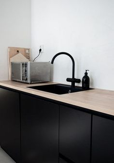 30 Awesome Black And White Wood Kitchen Design Ideas Ikea Kitchen Design, Modern Kitchen Design, Interior Design Kitchen, Interior Decorating, Black Ikea Kitchen, Interior Ideas, Design Bathroom, White Wood Kitchens, Cool Kitchens