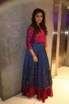 keerthi_sur111 (5) Lehenga Gown, Anarkali Dress, Floral Lehenga, Indian Designer Outfits, Designer Dresses, Lengha Blouse Designs, Latest Salwar Kameez Designs, Long Gown Dress, Hot Dress